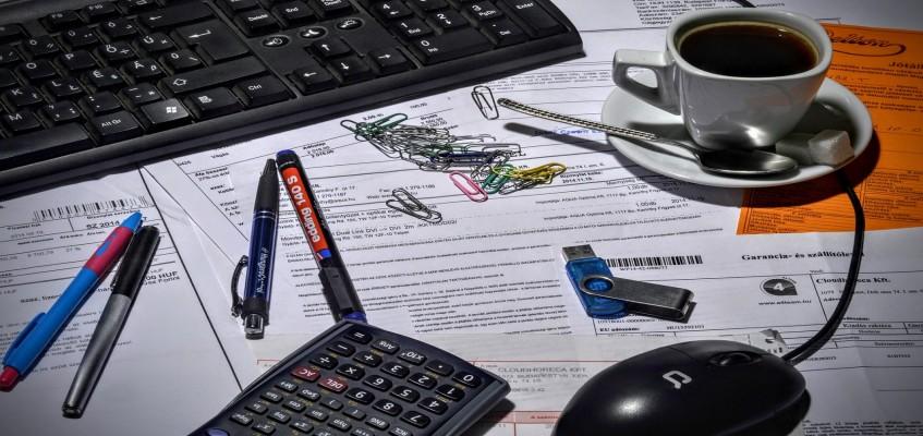 bookkeeper-1016299_1280.jpg